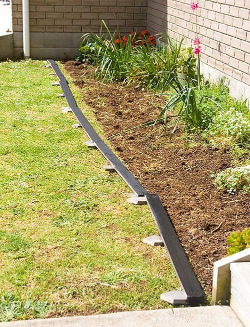 25 garden bed borders edging ideas for vegetable and for Cheap easy landscape edging