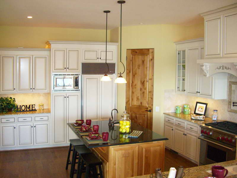 Color-Ideas-Kitchens-With-Wood-Doors