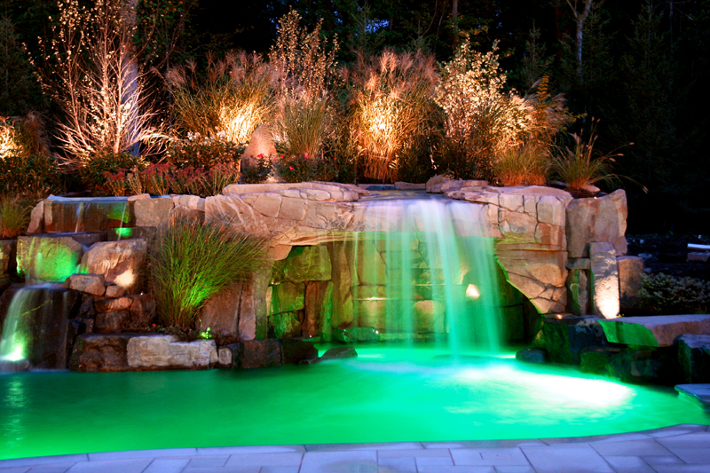 12 incredible summer landscape lighting ideas - Swimming pool fountains and lights ...