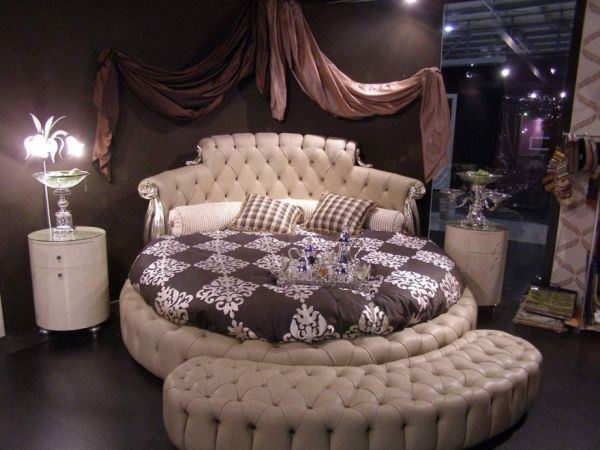 lavish-and-luxurious-bedroom-design-using-a-round-bed