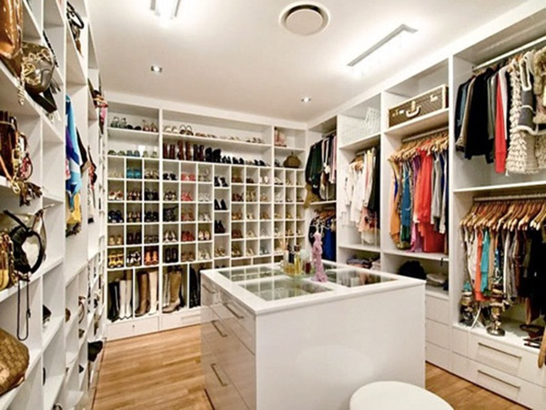 Marvelous The Walk In Closet Looks Very Spacious And Elegant. The Colour Of The  Walls, Ceiling Board And Floor Looks Perfectly Great With Sufficient Space  To Hang ...
