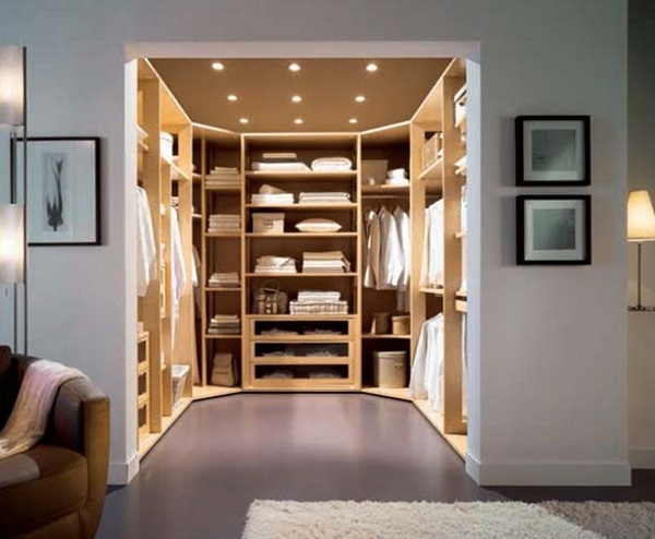 The walk in closet should be one where items can be clearly located without  having to keep turning things upside down. The walk in closet below is  spacious ...