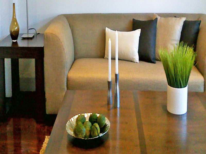 Creative-Coffee-Table-Decorating-Ideas-with-the-candle
